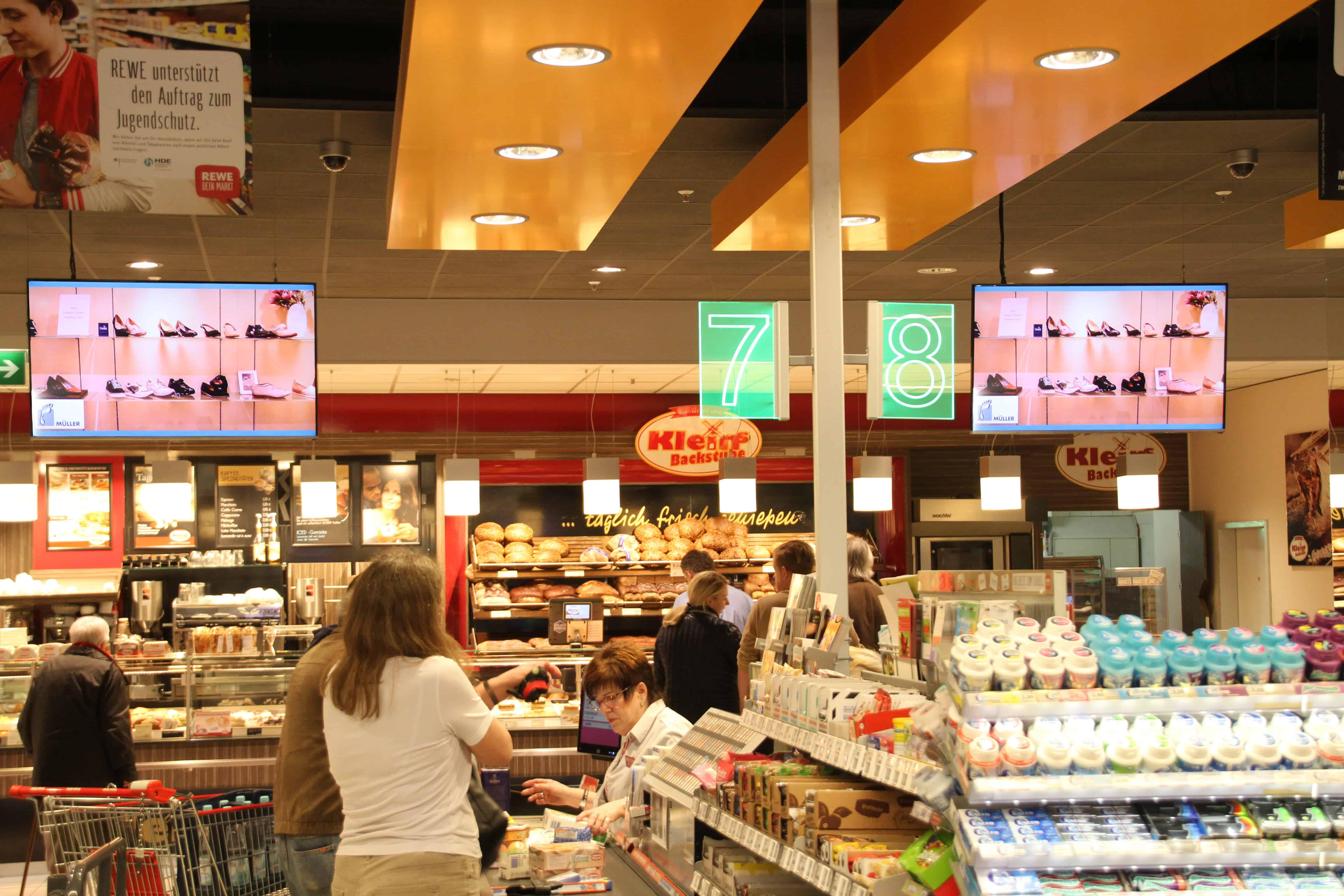 Bildschirmwerbung im Supermarkt